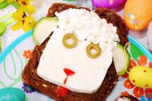 Sandwich de Páscoa com cabeça de ovelha para crianças
